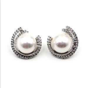 Fashion round pearl silver crystal earrings